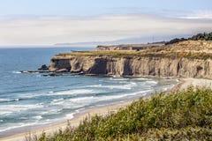 Plage de crique de Tunitas - Half Moon Bay la Californie image libre de droits