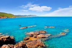 Plage de DES Lleo d'en Marti Pou du canal d d'île d'Ibiza Photographie stock libre de droits
