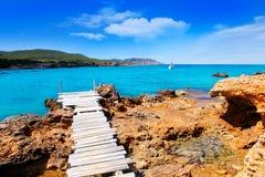 Plage de DES Lleo d'en Marti Pou du canal d d'île d'Ibiza Image stock