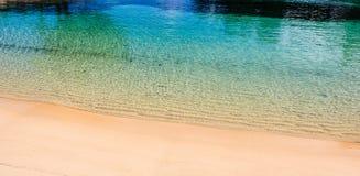Plage de destination de voyage de Paradise à Hamilton, Bermudes Plage de coude avec le sable d'or images libres de droits