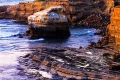 Plage de falaises de coucher du soleil Image stock