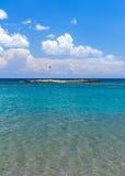 Plage de Faliraki en île de Rhodes Photographie stock libre de droits