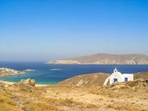 Plage de Ftelia en mer Égée de Mykonos en Grèce Photo stock