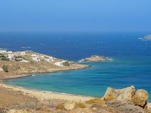Plage de Ftelia en mer Égée de Mykonos en Grèce Photographie stock libre de droits