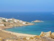 Plage de Ftelia en mer Égée de Mykonos en Grèce Images libres de droits