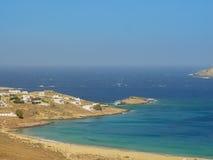 Plage de Ftelia en mer Égée de Mykonos en Grèce Photos libres de droits