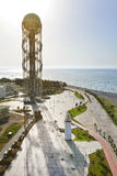 Plage de Georgia Batumi, tour d'alphabet, côte de la Mer Noire de phare Image libre de droits