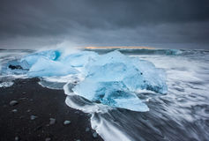 Plage de glace au jokulsarlon, Islande photographie stock