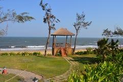 Plage de Goa avec une petite hutte Image libre de droits