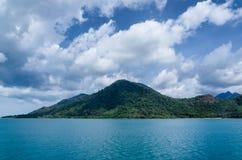 Plage de Koh Chang, île tropicale et vue de mer Été de la Thaïlande Image libre de droits