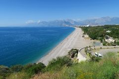 Plage de Konyaalti et le parc à la côte Photos stock