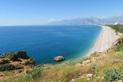 Plage de Konyaalti et mer de Mediterranian à Antalya Images libres de droits