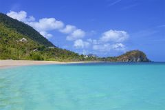 Plage de la crique du contrebandier dans Tortola, BVI, les Caraïbe photographie stock libre de droits