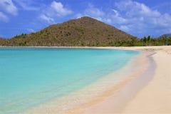Plage de la crique du contrebandier dans Tortola, BVI, les Caraïbe image stock