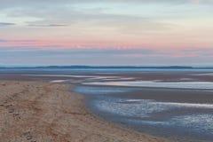Plage de lais d'Inverloch au coucher du soleil rose, Australie Image libre de droits