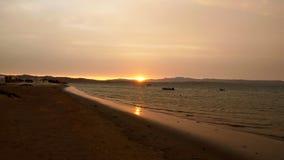 Plage de lever de soleil dans Paracas Photos stock