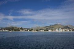 Plage de Majorque avec le ciel orageux, bord de la mer sans personnes Photographie stock libre de droits