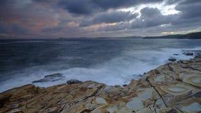 Plage de mastic au coucher du soleil, parc national de Bouddi, côte centrale, NSW, Australie images libres de droits