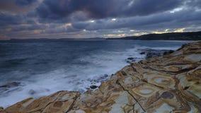 Plage de mastic au coucher du soleil, parc national de Bouddi, c?te centrale, NSW, Australie image stock