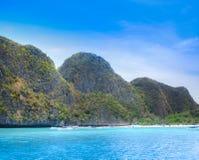 Plage de mer d'Andaman en île de PhiPhi Image stock