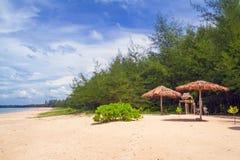 Plage de mer d'Andaman en KOH Kho Khao Images libres de droits