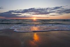 Plage de mer de coucher du soleil Photo libre de droits