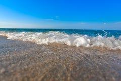 Plage de mer et ciel bleu image libre de droits