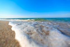 Plage de mer et ciel bleu images libres de droits
