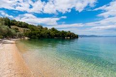 Plage de mer ionienne sur l'île de Meganisi Images stock
