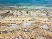 Plage de mer morte - couches de sable et de sel Photo libre de droits