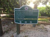 Plage de Naples la Floride, ciel ensoleillé Photo libre de droits