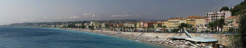 Plage de panorama dans DES de Nice, de la France et de promenade Anglais, Cote d'Azur et mer Méditerranée photographie stock