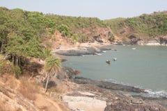 Plage de paradis. Côte en pierre indienne. Vue d'océan Image libre de droits
