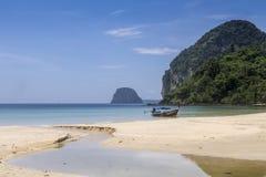 Plage de paradis chez Koh Mook Island, Thaïlande photographie stock libre de droits