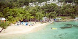 Plage de paradis dans Ocho Rios, île de la Jamaïque Image stock