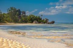Plage de paradis des Seychelles Photographie stock