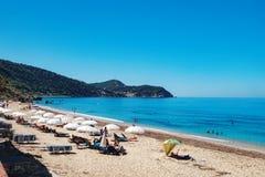 Plage de Pefkoulia en île de Leucade, Grèce image stock