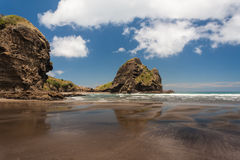 Plage de Piha en Nouvelle Zélande Photographie stock