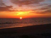 Plage de piscine découverte de coucher du soleil Image stock