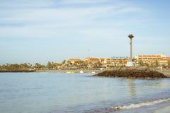 Plage de Playa de Las Vistas dans la visibilité directe Cristianos, Ténérife, Espagne Images libres de droits