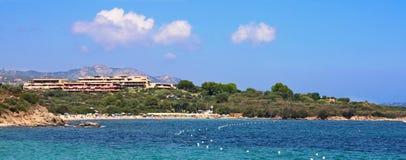 Plage de Portisco, Sardaigne, côte verte Image libre de droits