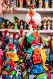 Plage de Porto de Galinhas, Ipojuca, Pernambuco, Brésil - septembre 2018 : Statues de métier de poulet image stock