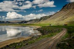 Plage de Raudasandur (sable rouge) dans Westfjords, Islande Image libre de droits