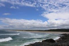 Plage de ressac dans NSW du nord, Australie Image libre de droits