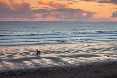 Plage de ressac de coucher du soleil photo libre de droits