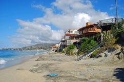 Plage de rue de chêne dans le Laguna Beach du sud, la Californie Photographie stock libre de droits
