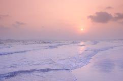 Plage de sable et eau de mer tropicales Photos stock