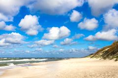 Plage de sable sur la mer baltique Images stock