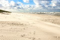 Plage de sable sur la mer baltique Photo stock