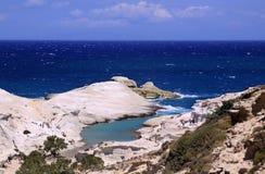 Plage de Sarakiniko sur l'île 01 de Milos Photos stock